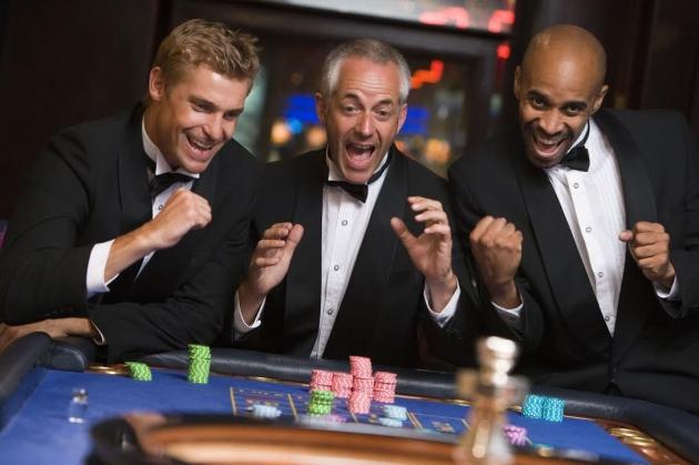 3 neuvěřitelné příběhy z hráčského prostředí | Někomu takzvaně přeje štěstí, jiný v tom zkrátka umí chodit. Konec všech následujících pří-běhů ze skutečnosti je sice šťastný, ale jaké drama nebo životní situace tomu předcházely? Vydejte se s námi do blízké i vzdálenější historie a vychutnejte si Štěstěnu, která některé hrá-če v životě provází.