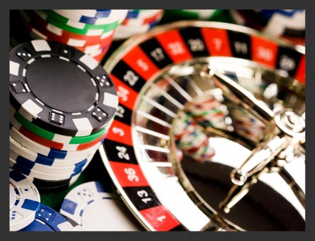 Pozor na pravidla online casin | Jak hrát a vyhrávat v online kasinu, není ani tolik otázkou štěstí, ale toho, jak se vyznáte v pravidlech a umíte hrát. Znalost pravidel by měla být základním předpokladem pro zahájení hry. Když se pustíte do hraní, měli byste si být jistí, že skutečně víte, co zvládnete a co všechno Vám pravidla umožňují. Předejdete tak problémům a navíc výrazně zvýšíte své šance. Podívejte se na přehled základních pravidel a informací, které by Vám neměly uniknout.