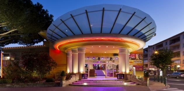 Kasina v Saint-Tropez nabízí soukromou pláž i divadlo