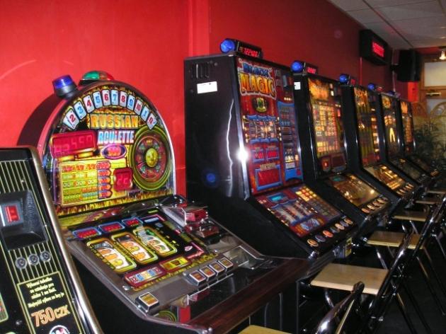 Herní plán pro casino automaty vám ušetří peníze! | Máte v oblibě kasino automaty, respektive výherní automaty, jak se tradičně uvádí? Pak je více než prospěšné, když si stanovíte určitý herní plán, který budete striktně dodržovat. Chráníte tak sami sebe, máte řád, více požitku ze hry a měli byste se takto i vyhnout riziku patologického hráčství, tedy gamblerství. Kasino automaty jsou příjemné, když se hrají s rozumem.