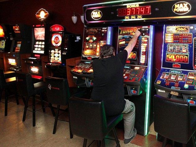 Loterijní zákon vytlačil řadu online kasin. K celému plnění má stále daleko.