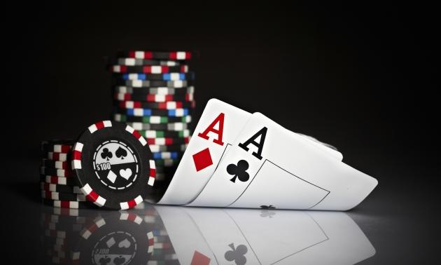 Pokeroví podvodníci v Ostravě - trikem s knoflíkem si vydělali 111.000 Kč!