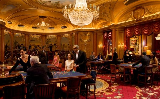 Trojice hráčů obrala casino pomocí laseru! | Technologie jdou rychle kupředu a proto není divu, že jistá mladá trojice obrala kasino pomocí laseru. Ano, je to tak. Jejich důmyslný plán nakonec slavil úspěch a prestižní kasino přišlo zkrátka. Výhra byla ohromující, ale je jasné, že nikde jinde to důmyslná trojice již nikdy zopakovat nemůže. Takovým lidem se totiž v hantýrce říká holiči kasina a takové klienty žádná herna nevidí ráda.