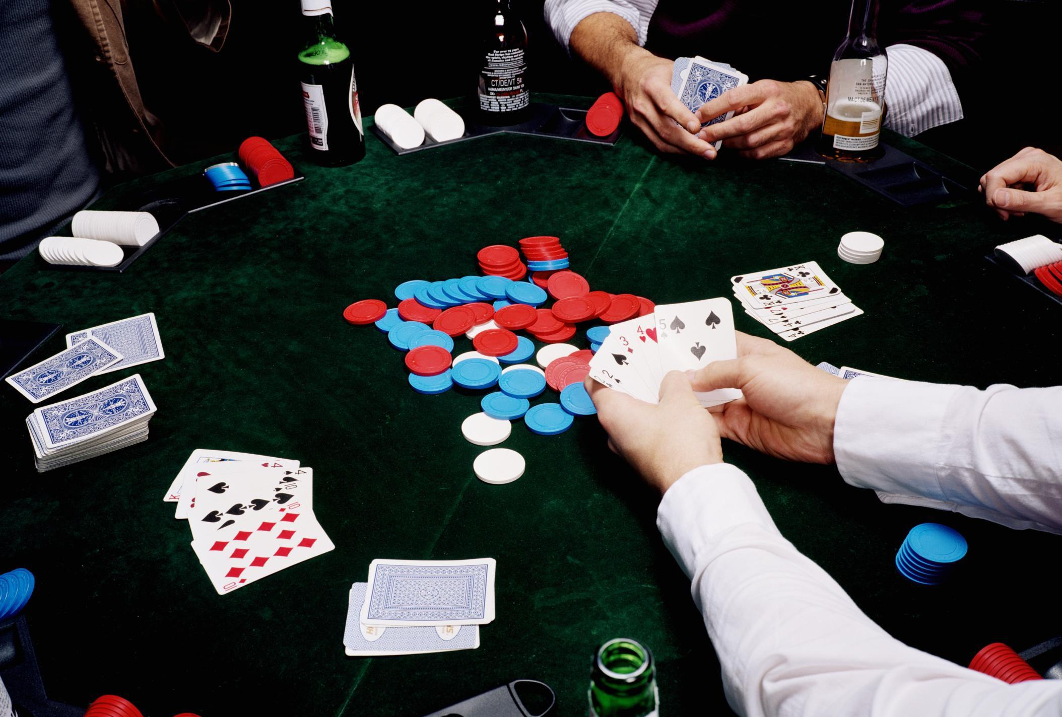 Gambleři, kteří nikdy hrát neměli! | Gambleři, kteří nikdy hrát neměli. Ano, i takto se dá nazvat desítka nejzajímavějších gamblerů všech dob. Hráč který neví kdy přestat je obecně ztracen a pokud jeho prohry dosahují obrovských výšin tak je to ještě horší. Deset nejzajímavějších gamblerů všech dob tohle dotáhla až do absurdních situací. Ostatně, přesvědčit se můžete sami.